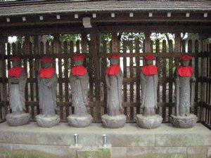 六地蔵と仏足跡